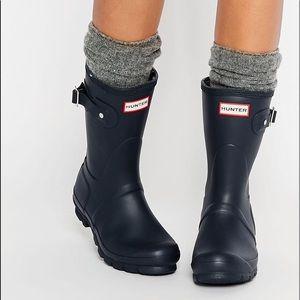 Short Hunter boots in navy